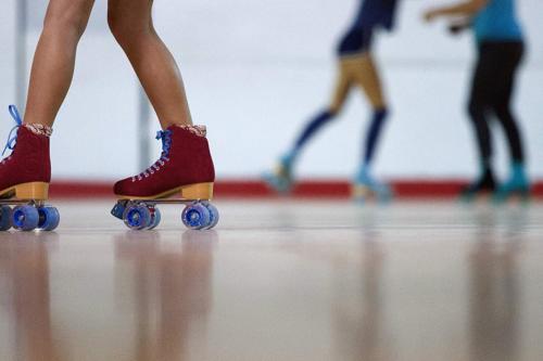Roller Derby Skates, Raspberry, Size 10