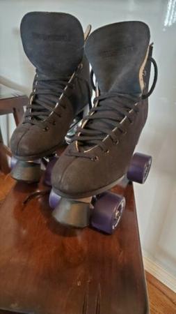 New Black Suede Quad Roller Skates Size 5-5-7  Sure Grip